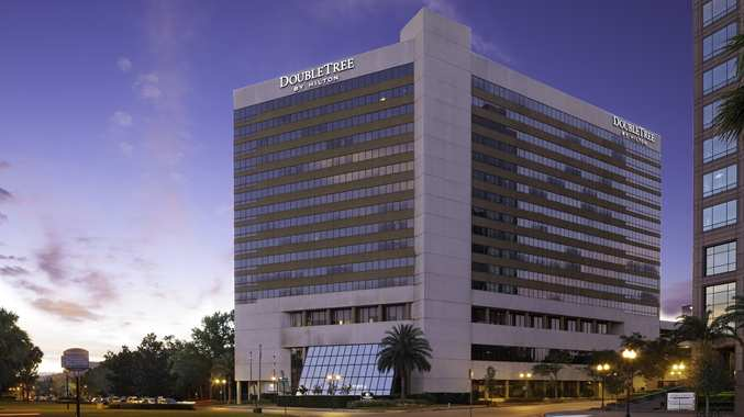 Enjoy the convenient location of the DoubleTree Downtown Orlando hotel.